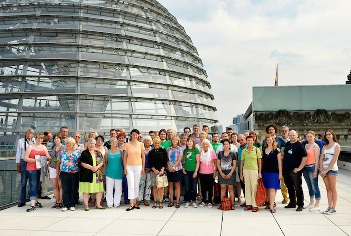 Gruppe vor der Reichstagskuppel
