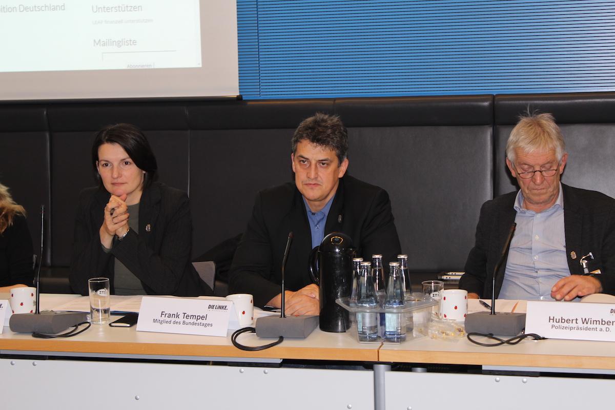 Irene Mihalic, Frank Tempel und Hubert Wimper während der Gründungsversammlung von LEAP